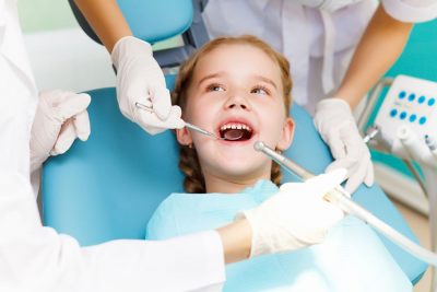 Sfaturi pentru prima vizita a copilului tau la stomatolog