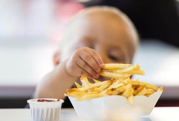 De ce parintii isi ucid copiii cu mancare Fast Food